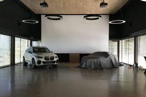 Auto-indoor-saal-01